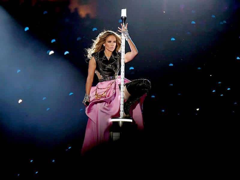Así comenzó el performance de Jennifer Lopez