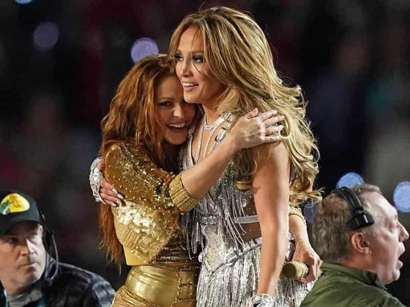 Jennifer Lopez y Shakira se dieron un emotivo abrazo