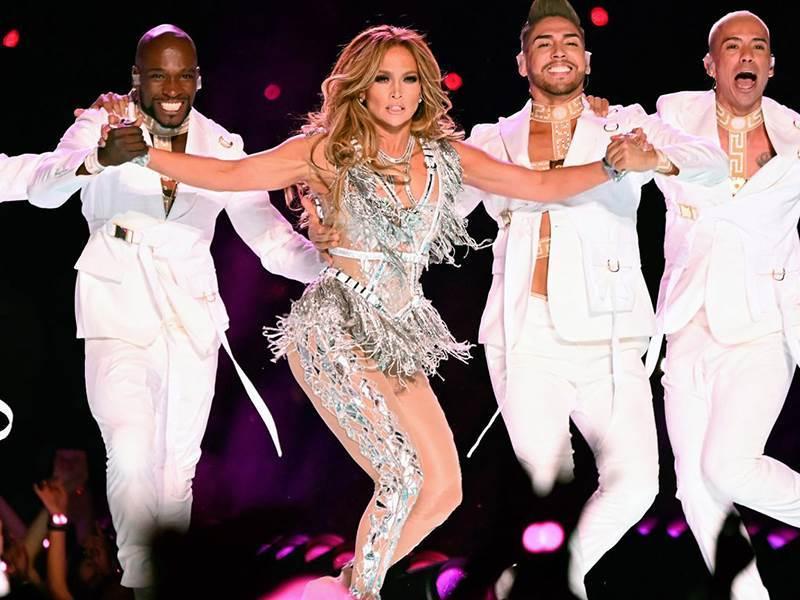 Jennifer Lopez bailando.
