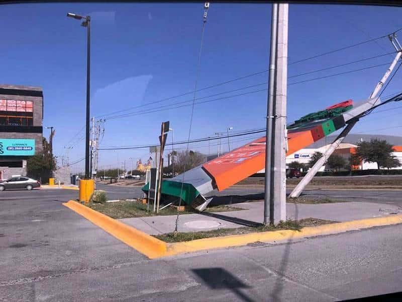 Deja viento severos daños en la ciudad