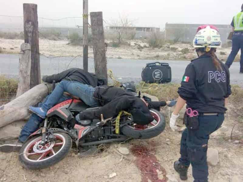 Mueren 2 motociclistas en choque