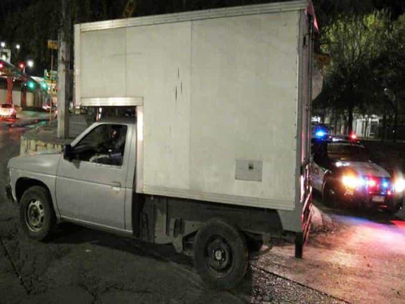 La camioneta fue ubicada en el cruce de la Avenida Garza Sada y Sendero Sur.