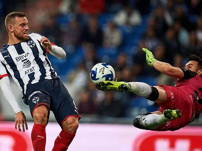 El árbitro anuló un gol al delantero holandés