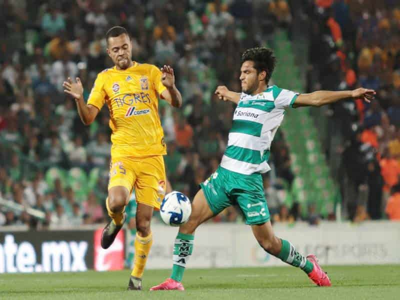 Rafa Carioca hizo lo posible condiciendo el esférico.