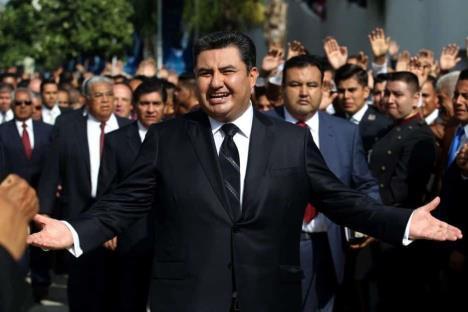Acusación contra Naasón Joaquín, afán económico