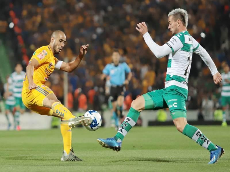 Pizarro también se llevó cartón amarillo.