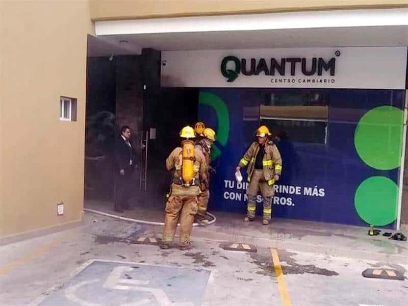 El conato de incendio se reportó en una plaza comercial de La Rioja.