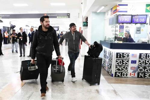 Regresan mexicanos que estuvieron en Wuhan