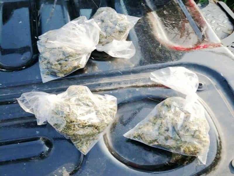 A los ladrones también se les aseguraron envoltorios con drogas