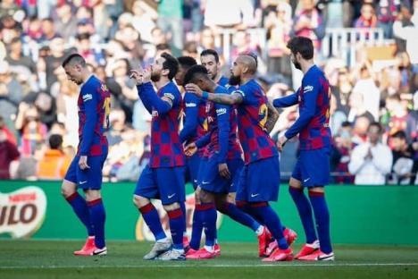 Messi se luce con póker y Barcelona aprieta en liderato