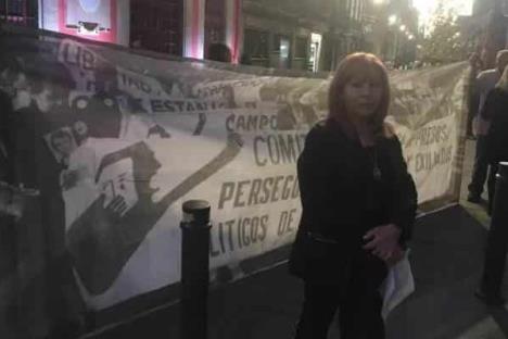 Presidenta de la CNDH protesta afuera de Palacio Nacional