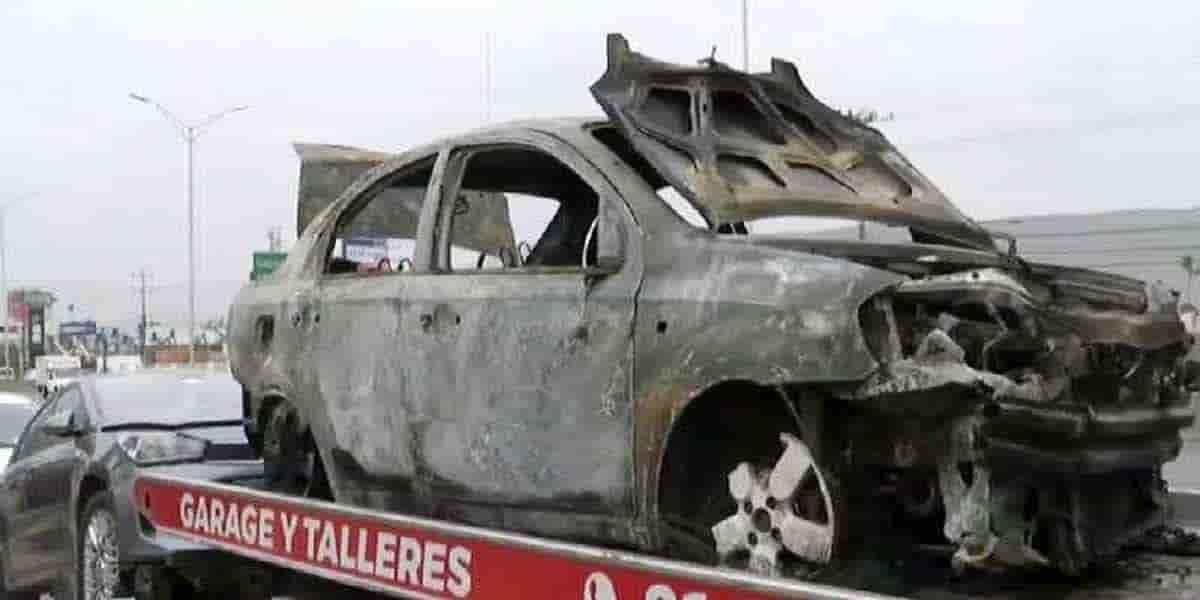 EL vehículo se incendió despues de que la conductora se estrellara en un muro