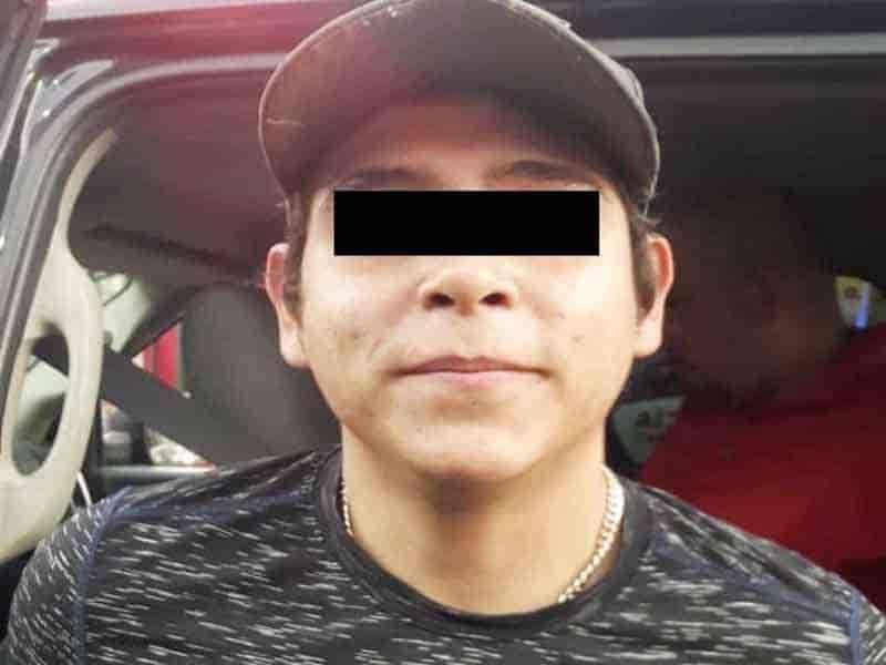Al darse a la fuga despues de robarle un celular a un joven fueron detenidos por la policía