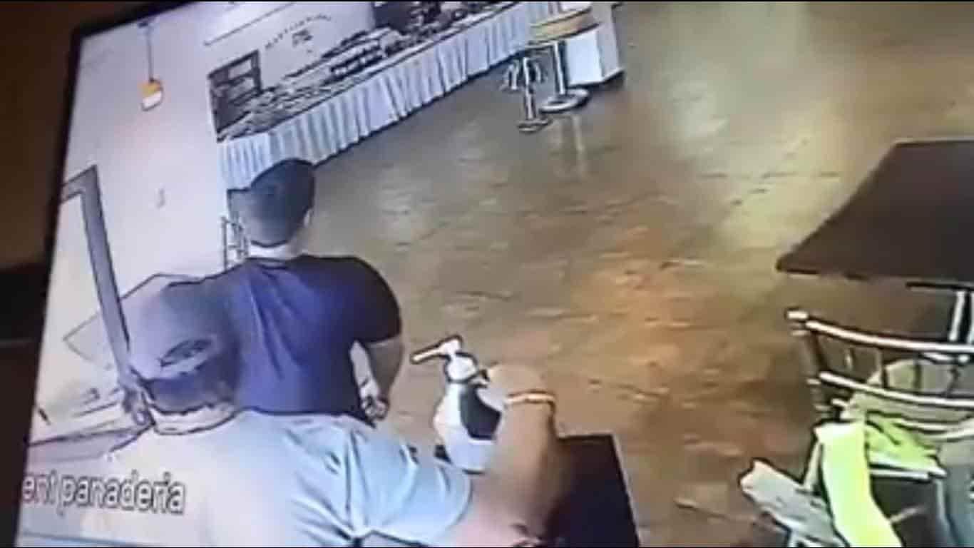 Se robó un galón de gel antibacterial de una panadería