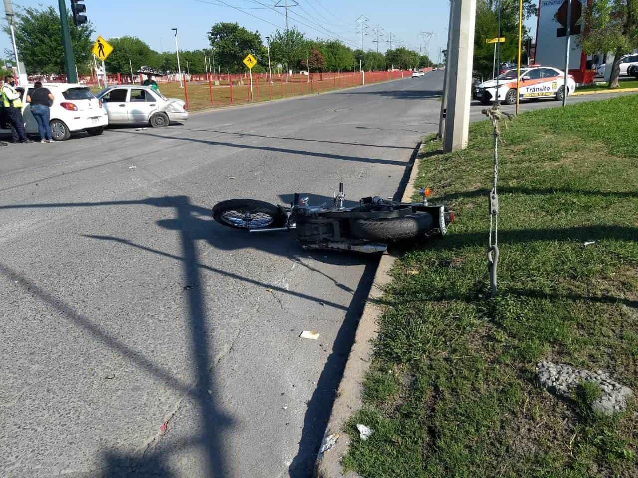 El motociclista perdió la vida después de estrellarse contra un automóvil