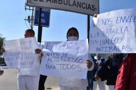 Protestan médicos y enfermeras en Toluca