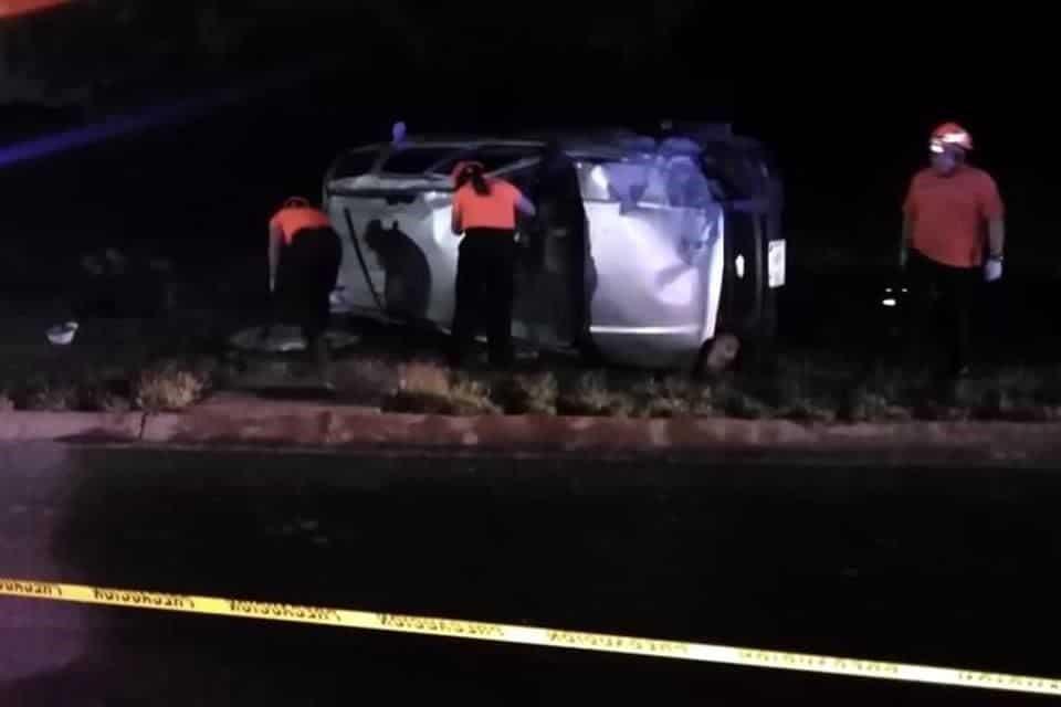 El conductor perdió la vida después de volcar su camioneta