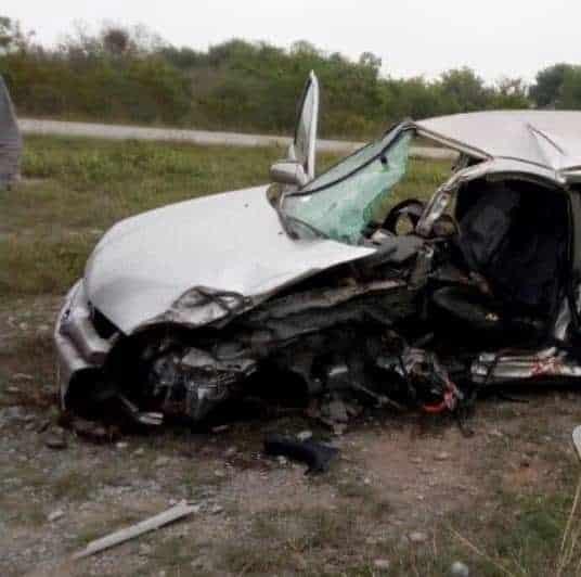 Debido al impacto el presunto ladrón quedó prensado en su vehículo