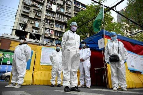 China rinde homenaje a las víctimas fatales de coronavirus