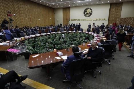 INE define ruta a partidos que quieran renunciar a recursos