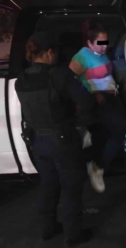 La arrestaron luego robarle el celular al chofer del taxi