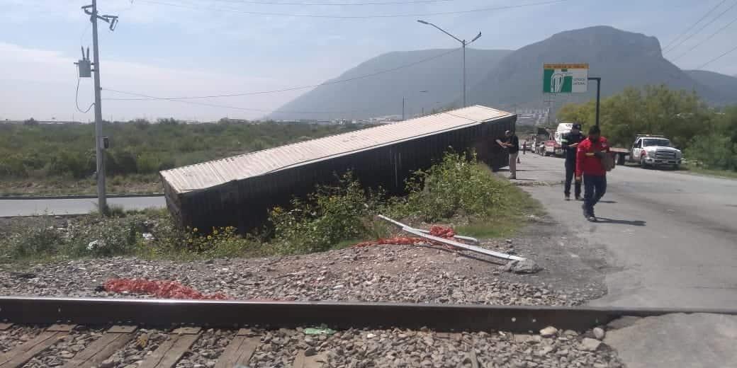 El tráiler fue impactado por el ferrocarril en Escobedo