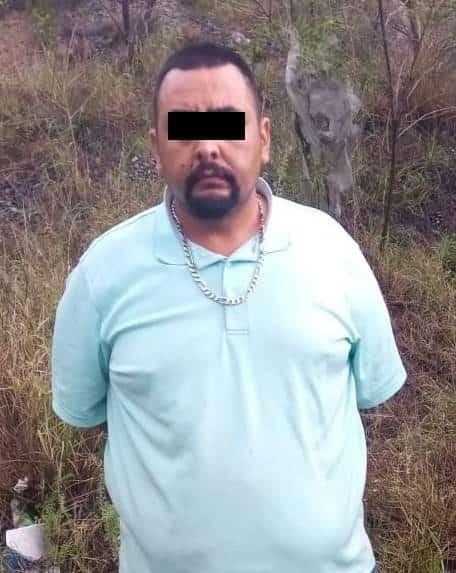 Dos hombres que viajaban en un auto con reporte de robo, fueron interceptados por las autoridades