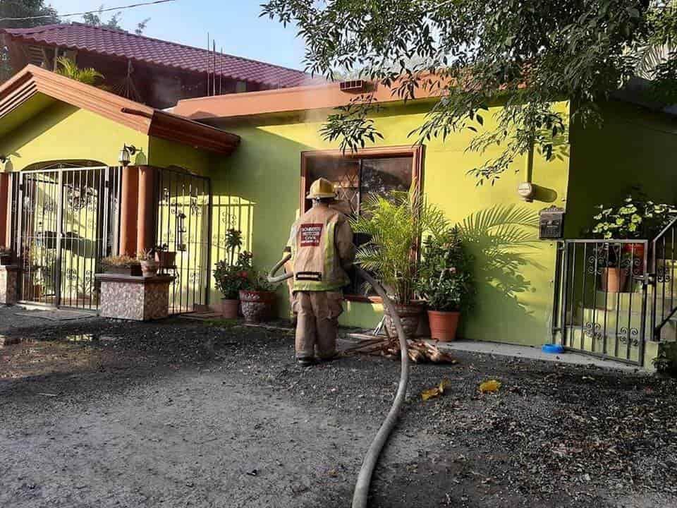 El domicilio terminó semidestruido debido a un incendio que se extendió desde un basurero