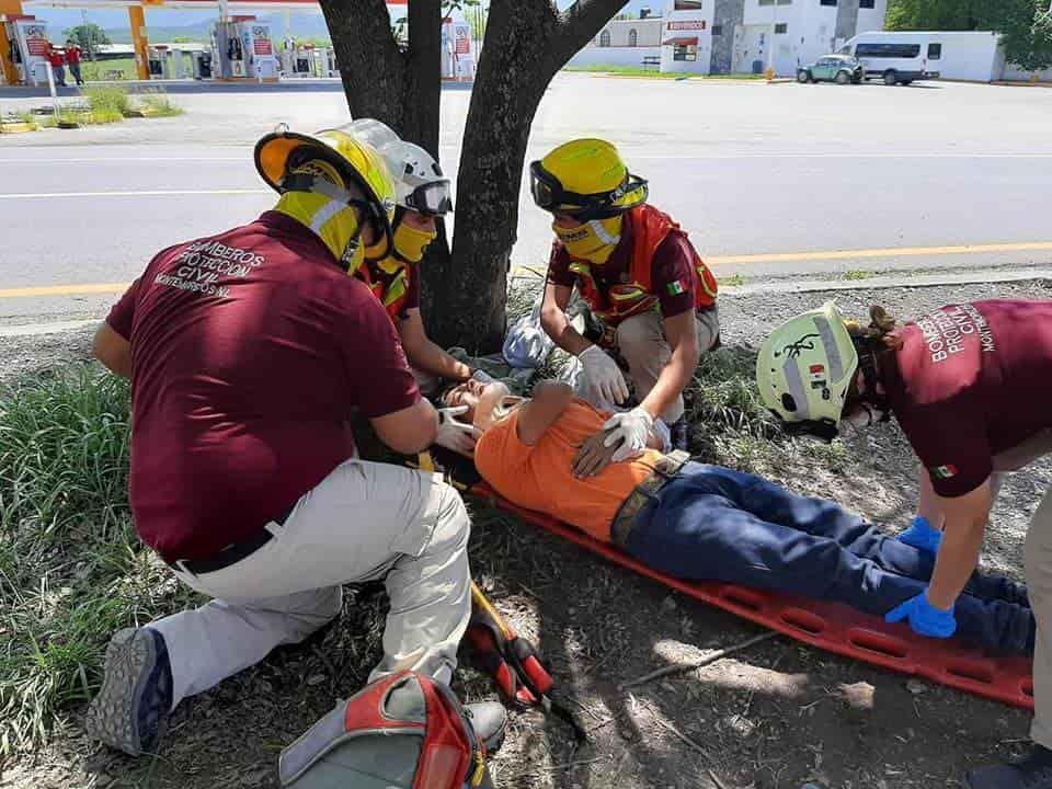 Terminó con lesiones graves, después de caer de una motocicleta en marcha