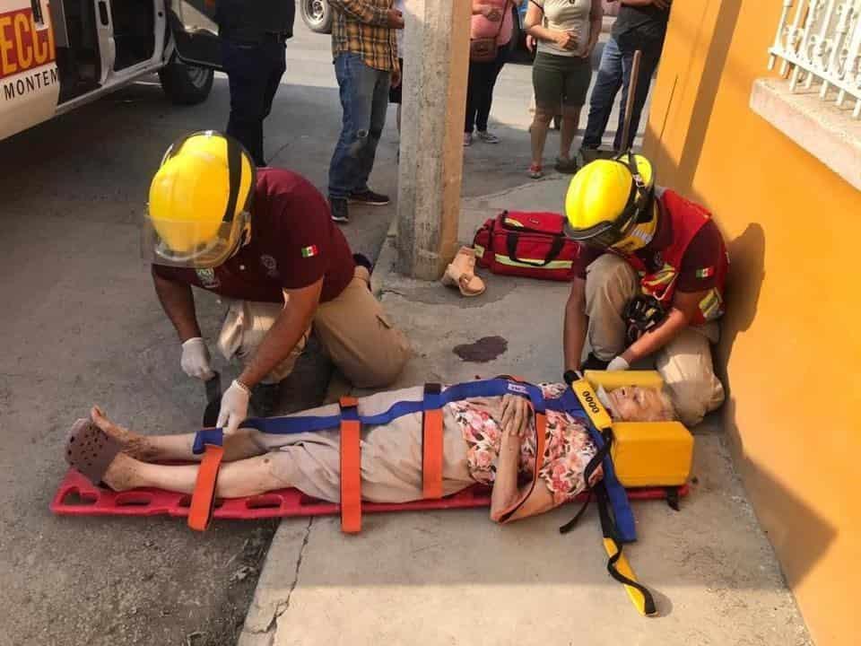 La abuelita terminó con lesiones de consideración, al ser atropellada por una motocicleta