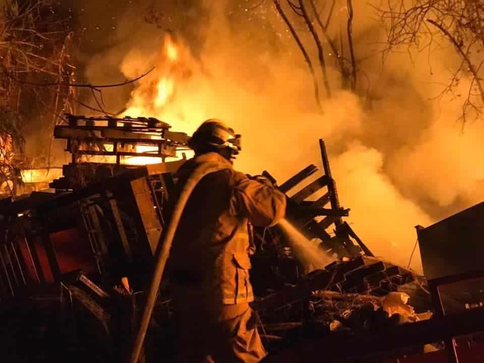 La bodega de la empresa fabricante de cuerdas se incendió