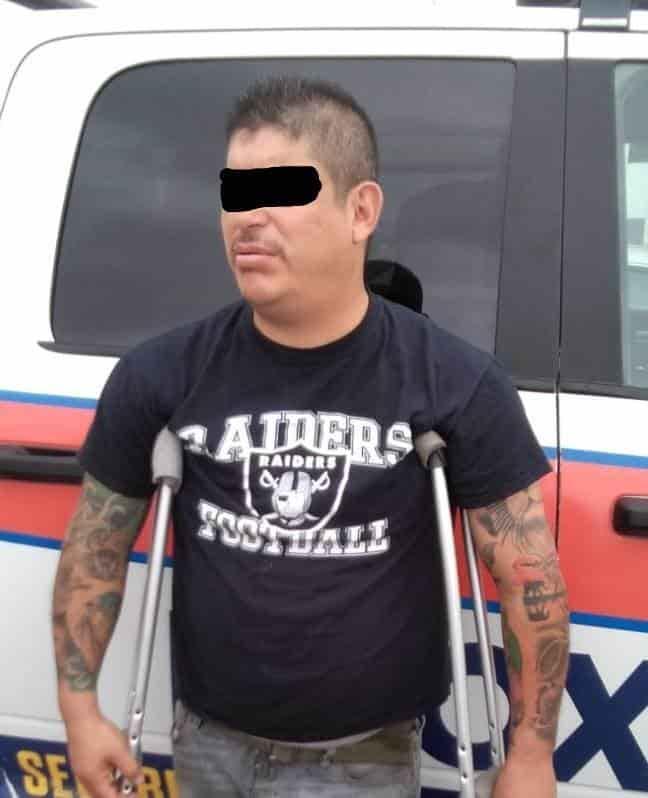 Los detuvieron en un auto con reporte de robo y llevaban 300 mil pesos en efectivo