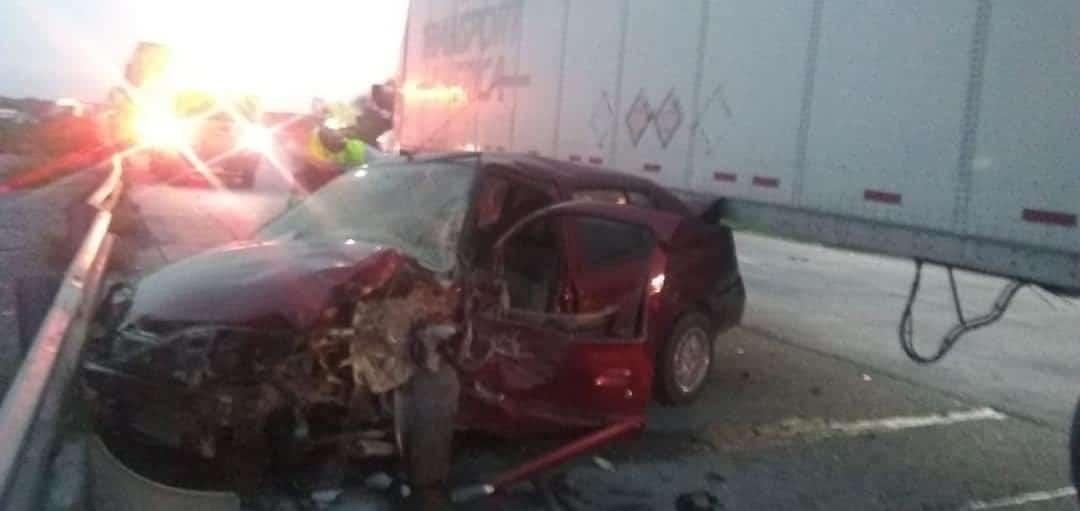 El conductor murió luego de estrellar su vehículo contra un tráiler