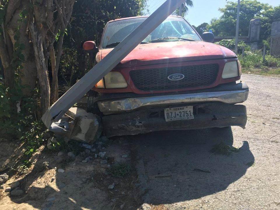 Terminó con lesiones de consideración al estrellar su automóvil contra una luminaria