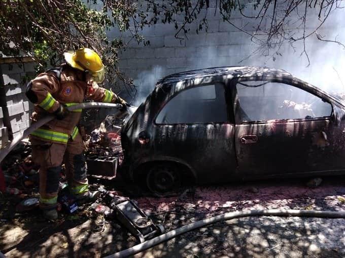 Se reportó el incendio de un automóvil en Las Encinas