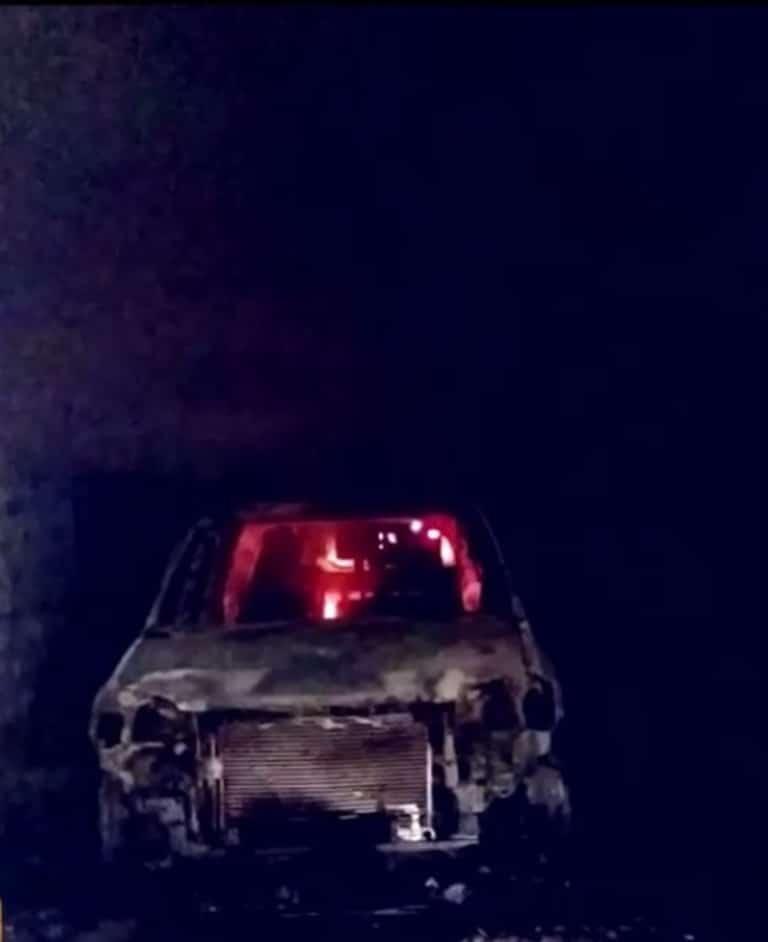 Buscan identificar los cuerpos de dos personas que fueron encontradas calcinadas dentro de una camioneta