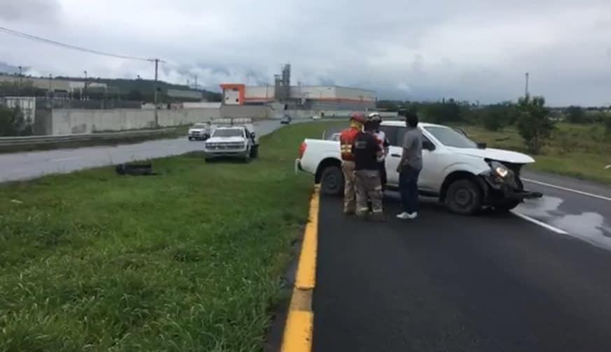 Terminó con diversas lesiones luego de estrellar su camioneta contra una barra de contención