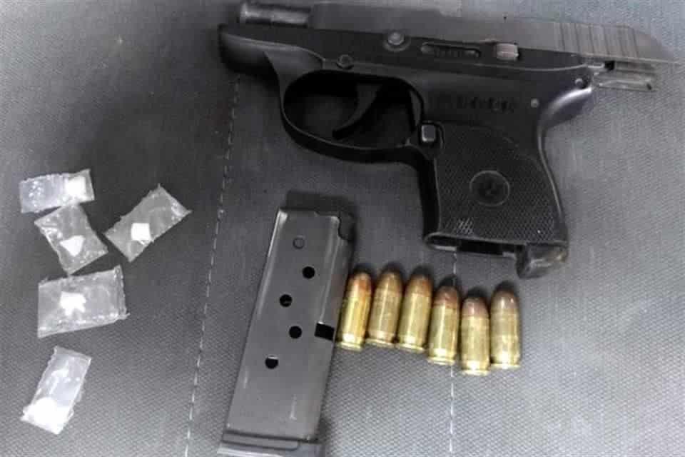 El menor de edad fue detenido con una pistola y dosis de cocaína en piedra