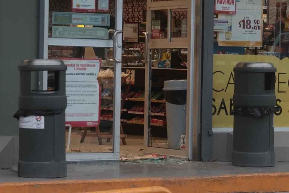 El comando armado asaltó con lujo de violencia cuatro tiendas de conveniencia