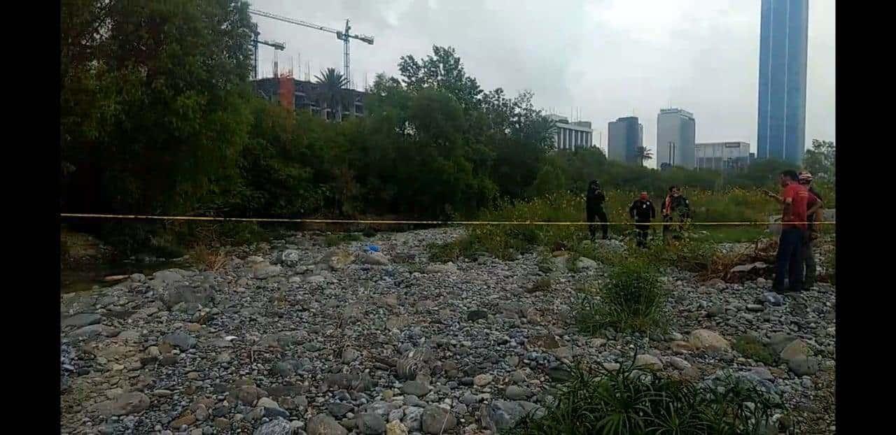 Investigan la muerte de un hombre de quien su cuerpo fue hallado en el río Santa Catarina