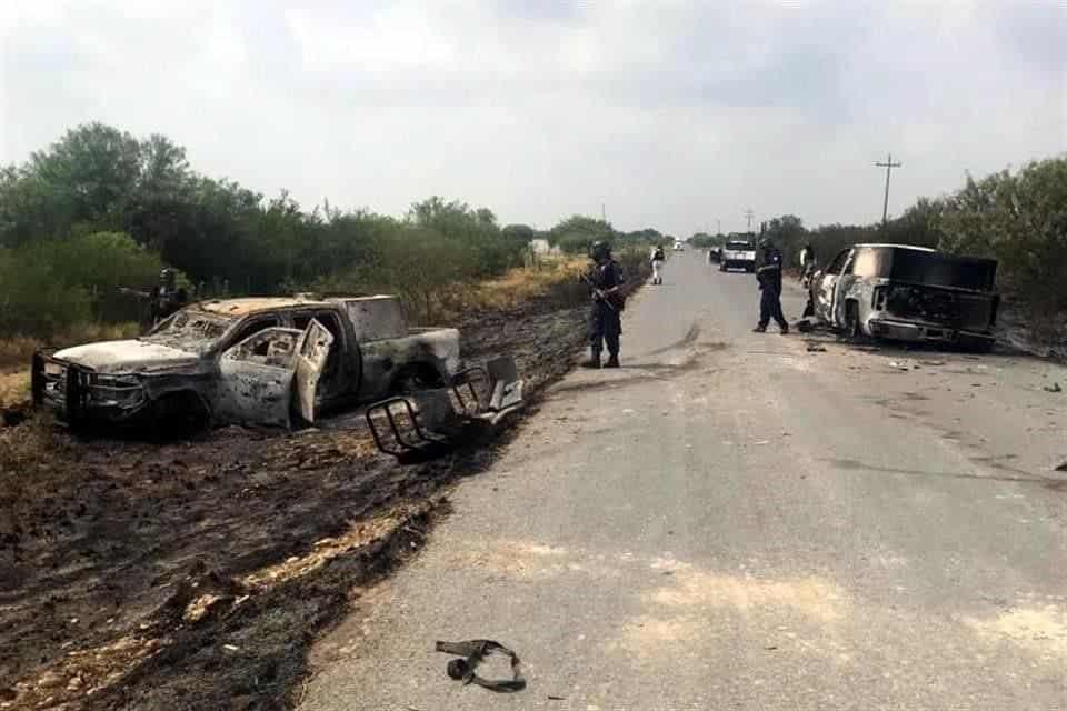El enfrentamiento entre dos comandos armados dejó dos muertos y tres camionetas calcinadas