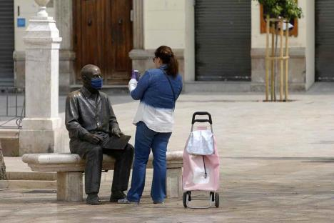 España anuncia fin de cuarentena a viajeros del extranjero