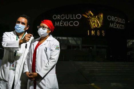 Becarán a 30 mil médicos para estudiar en el extranjero