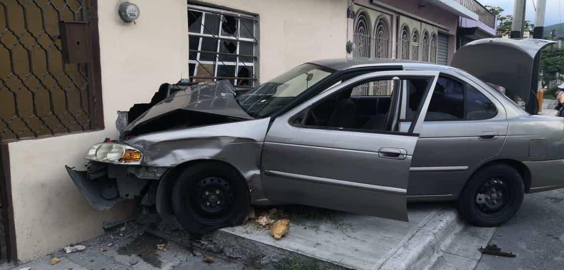 Una falla mecánica ocasiono que un auto se quedara sin frenos y terminara chocando contra la vivienda