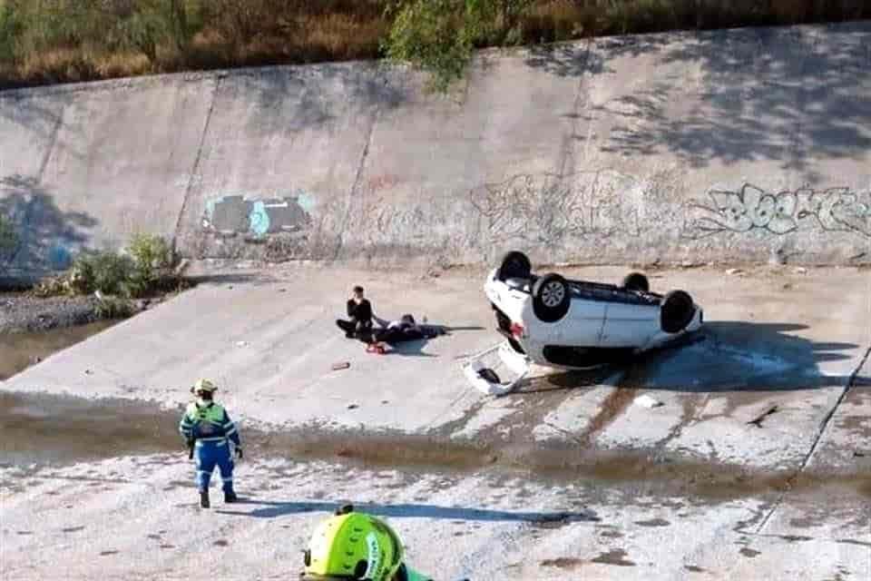 Perdió el control de su automóvil y terminó cayendo al lecho del Arroyo del Obispo