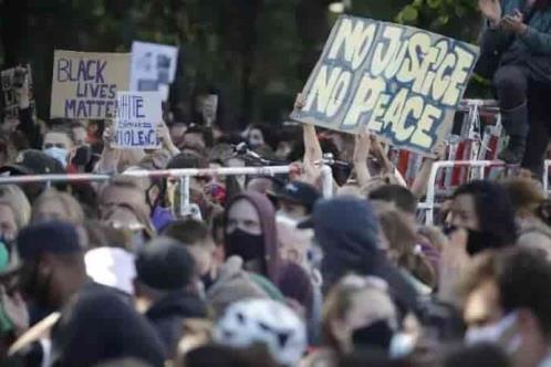 Protestas por muerte de afroamericano llegan hasta Europa