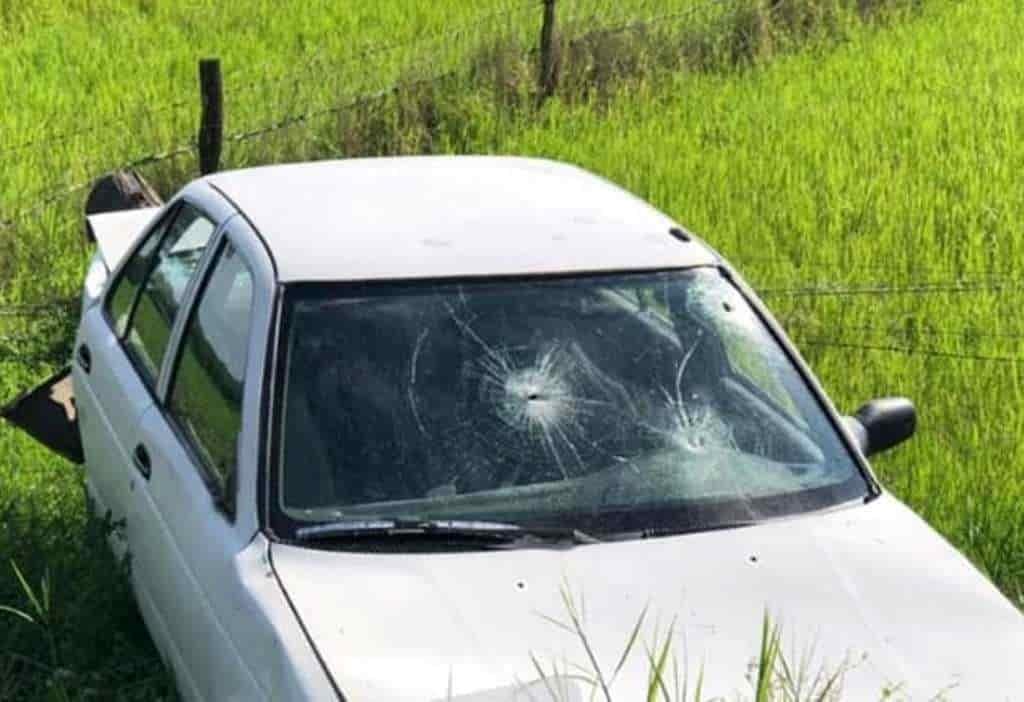 Terminó con diversas lesiones después de volcar su automóvil