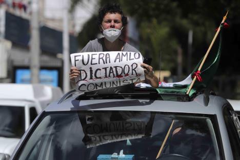 Protestan contra AMLO en caravanas de vehículos