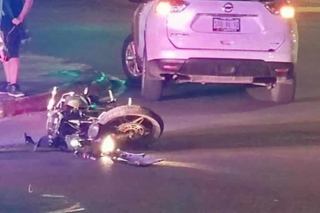 Terminó con lesiones de consideración después de estrellarse en un costado de una camioneta