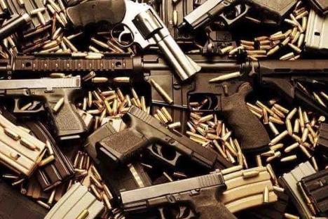 Van diputados por portación de arma aún fuera de servicio